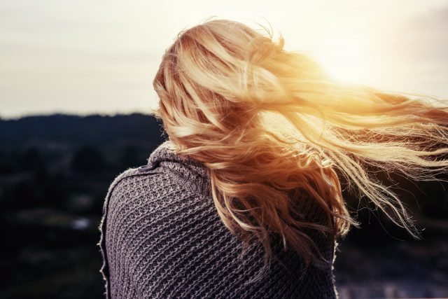 Przedłużanie i zgęszczanie włosów – jaki wybrać salon?